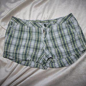 Green Plaid Rue 21 shorts 1/2